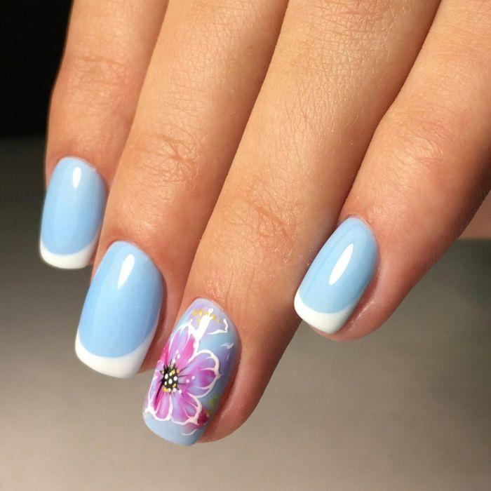 Маникюр в голубом цвете