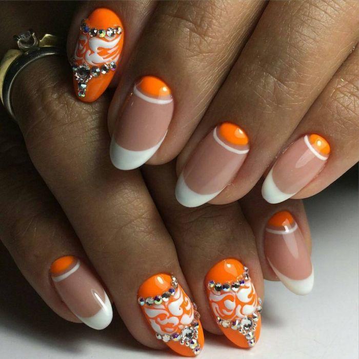 Ногти в коралловом цвете френч