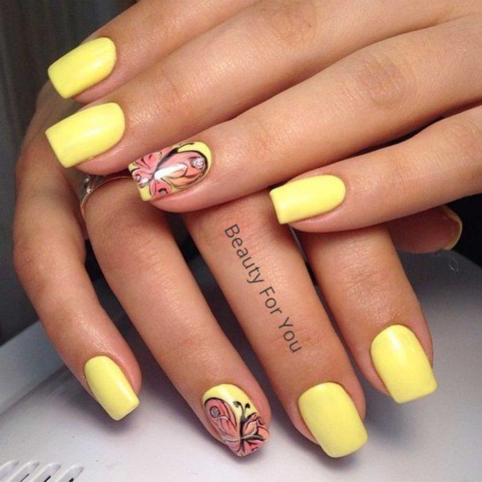 Маникюр в желтом цвете