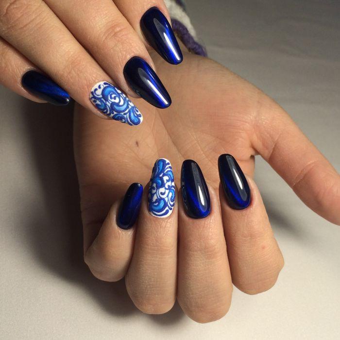 Маникюр в синем цвете