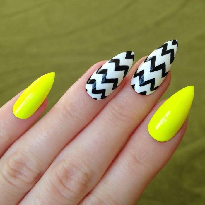 Желтый маникюр с модным геометрическим рисунком