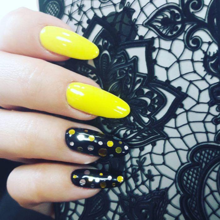Маникюр желтый с черным