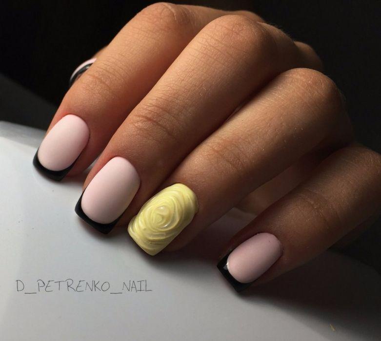 Маникюр розовый с желтым гель-лаком