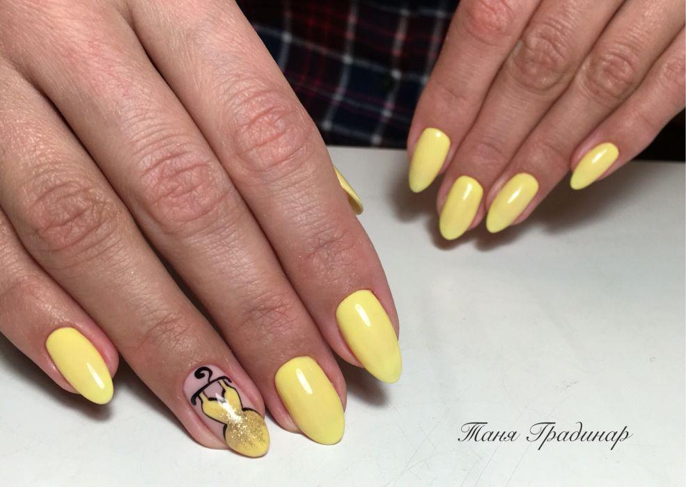 Фото желтого маникюра