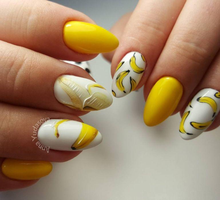 Желтый маникюр с фруктами