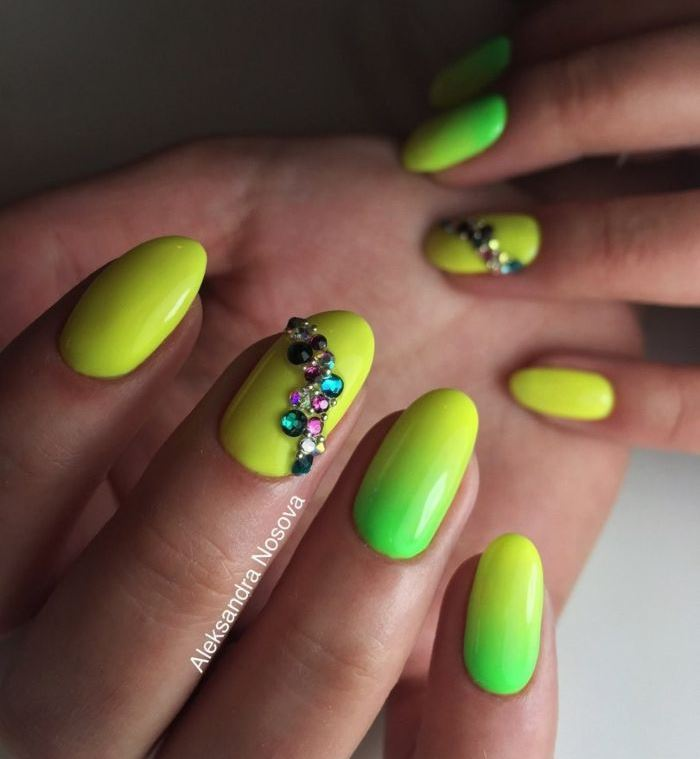 Зелено-желтый маникюр