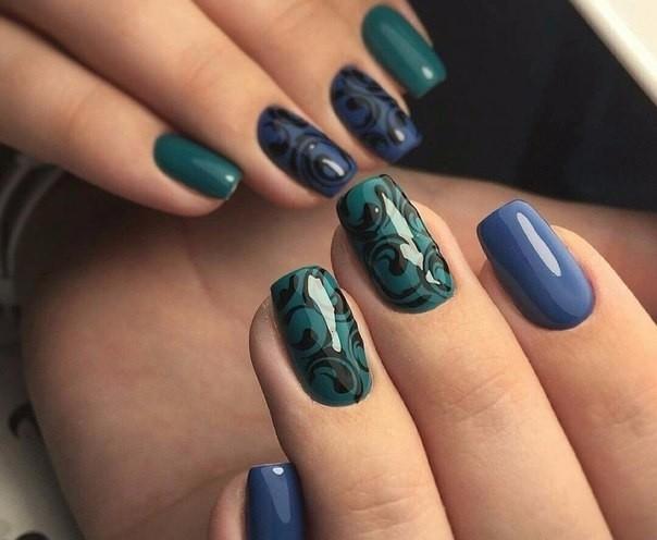 Сине-зеленый маникюр
