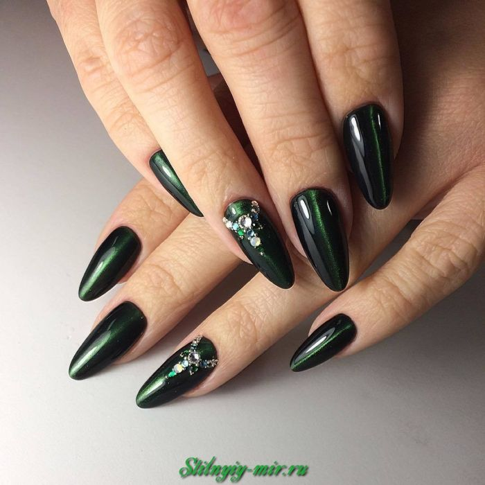 Новогодний маникюр 2015 на короткие ногти гель лаком 17