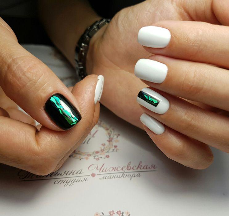 Маникюр зеленый с белым