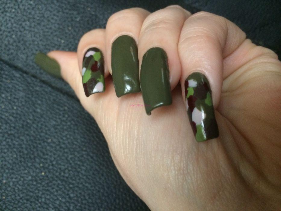 Темно-зеленый маникюр