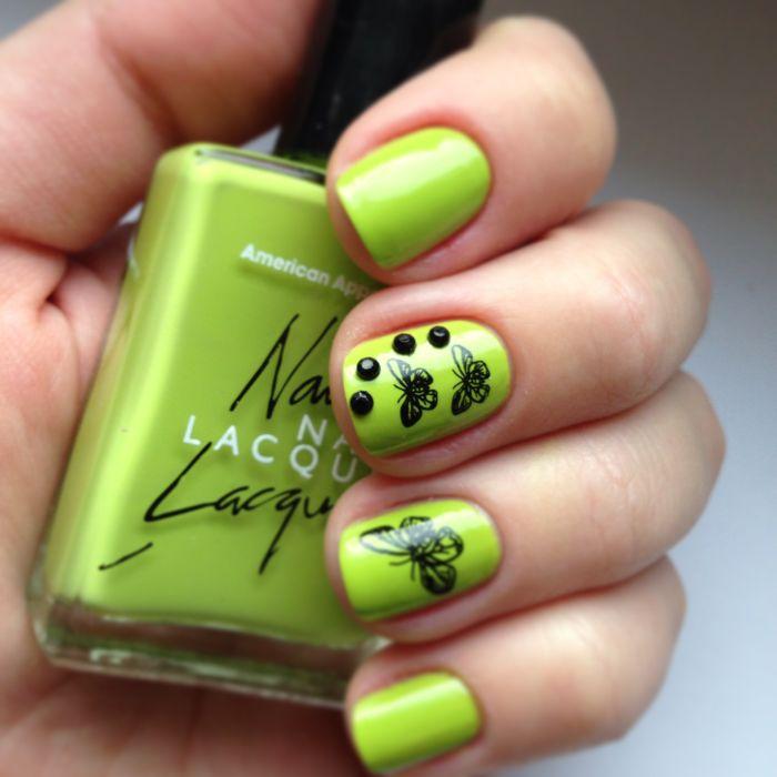 Светло-зеленый маникюр