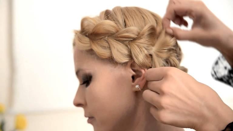 Как сделать прическу на короткие волосы с косой из резинок
