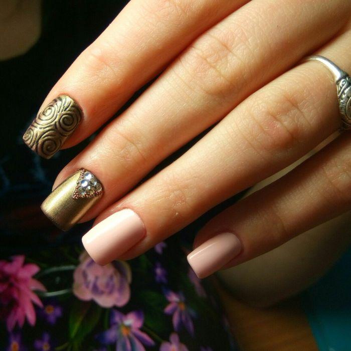 Однотонный гель лак на коротких ногтях фото