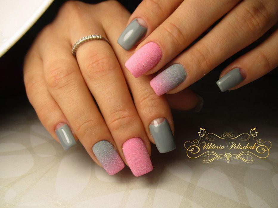 Розово-серый маникюр