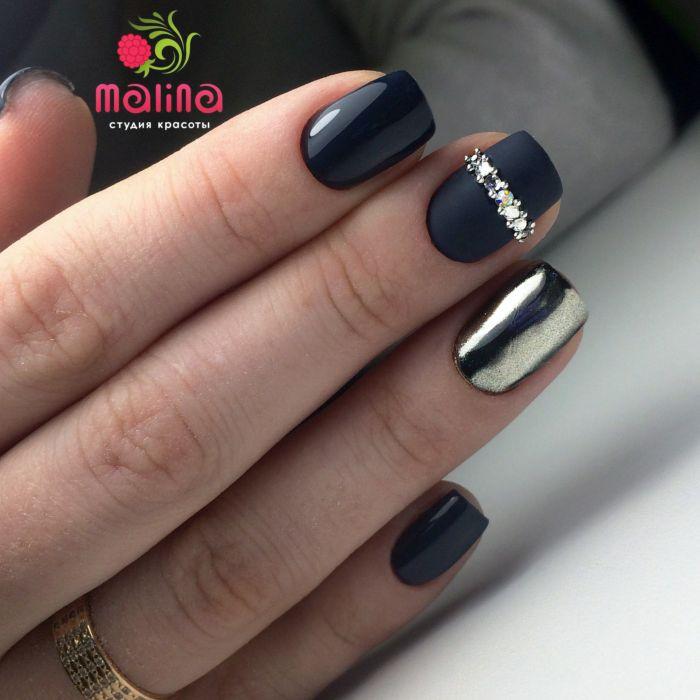 Модный серый маникюр с серебром