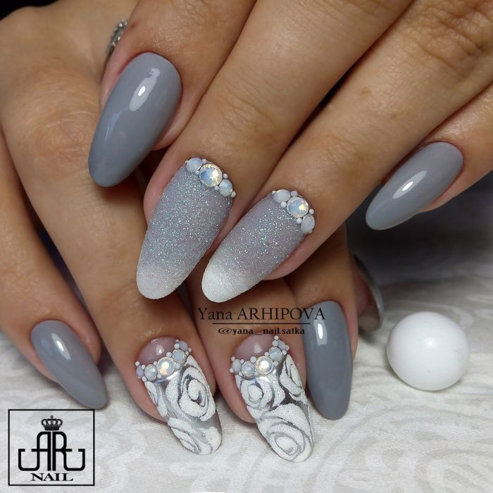 Маникюр серый с белым