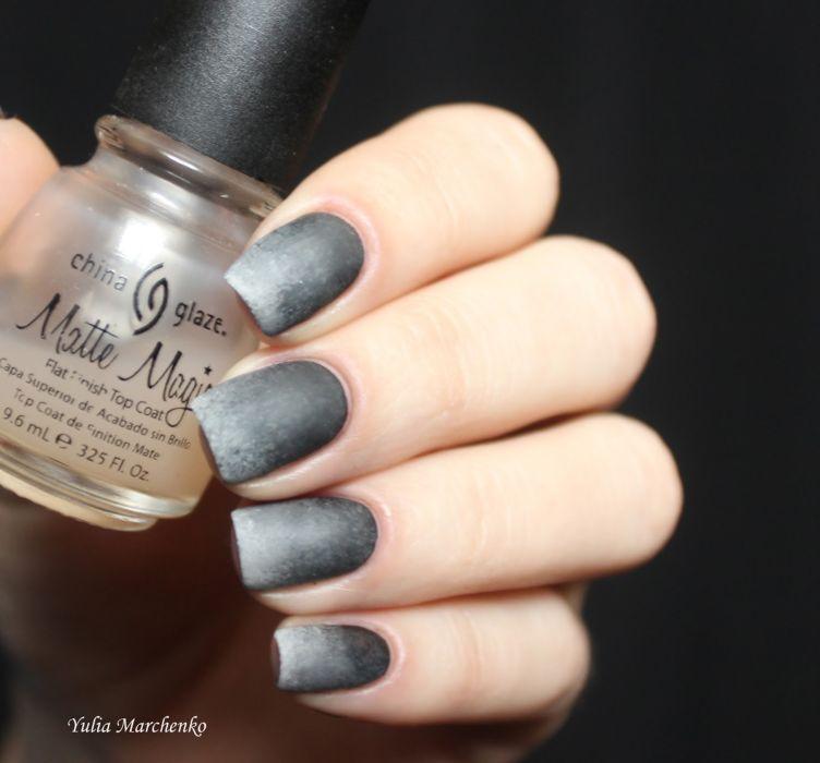 Серый матовый маникюр