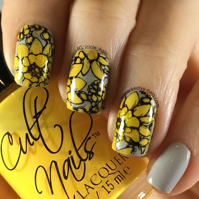 Серо-желтый маникюр