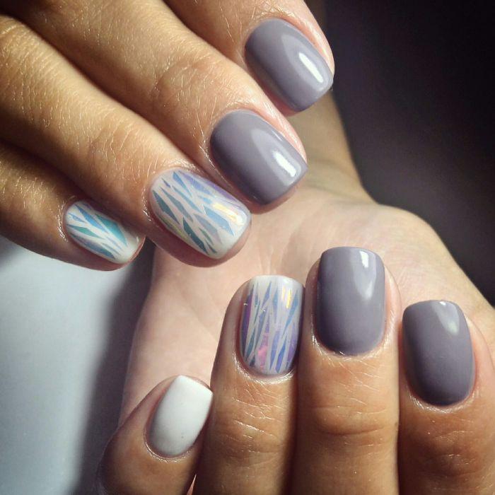 Серый маникюр на короткие ногти