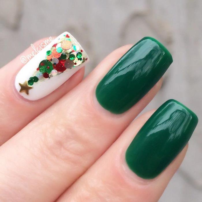 Красивые елочки из камифубуки на ногтях, фото