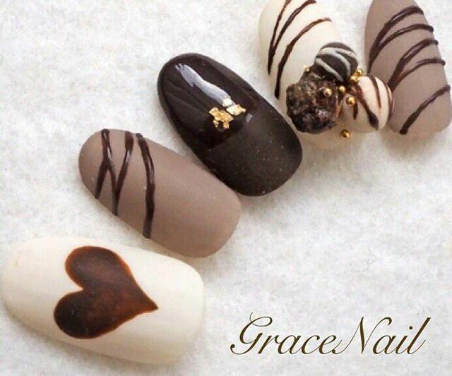 Фото шоколадного маникюра