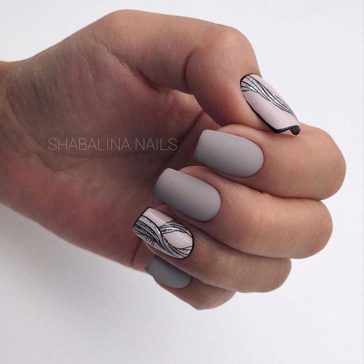 Светло-серый маникюр