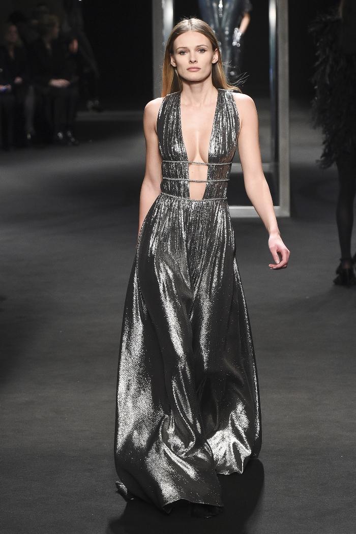 Серебристое платье для Нового года