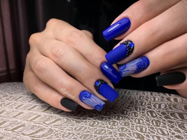 Вуаль на ногтях в синих тонах