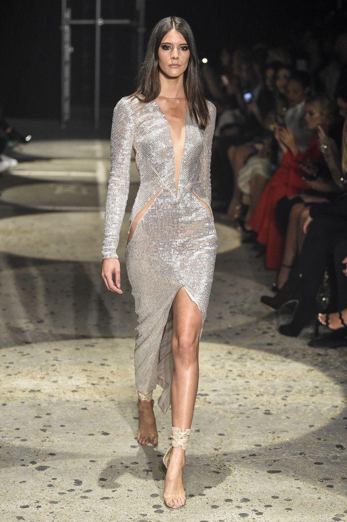 Платье из коллекции Julien Macdonald