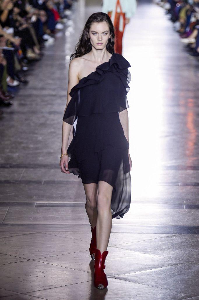 Платье из новой коллекции Gyvenchy