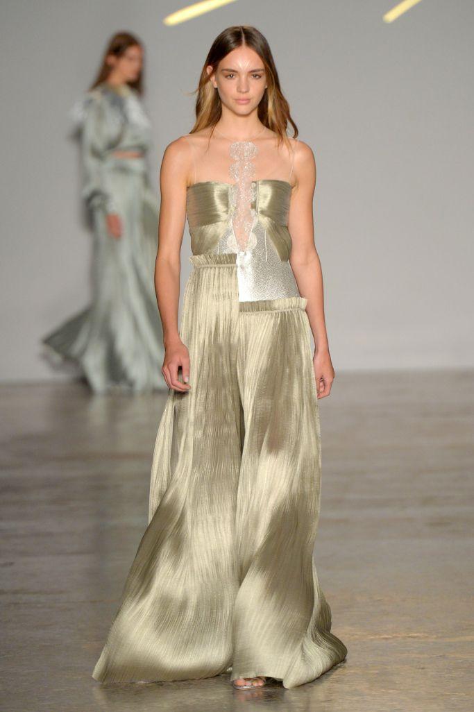 Золотое платье из коллекции Genny