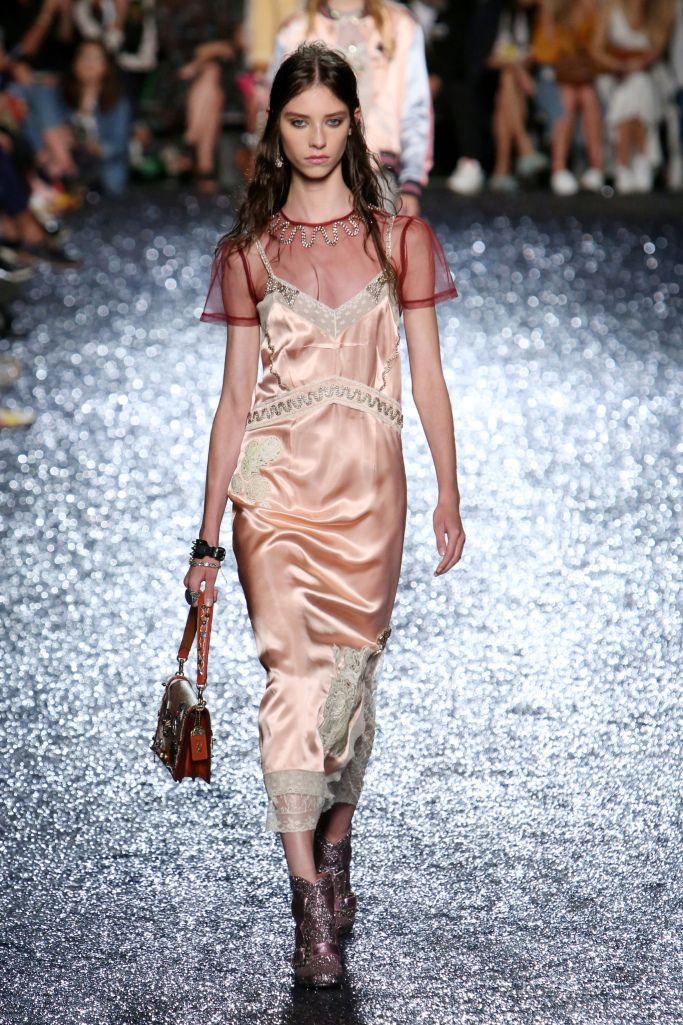 Платье в бельевом стиле из новой коллекции коллекция Coach
