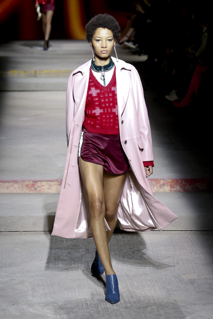 Модное женское пальто весна 2018 года