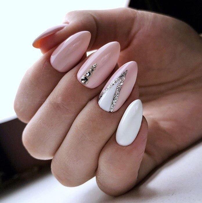 Миндалевидная форма ногтей: фото с лунным дизайном