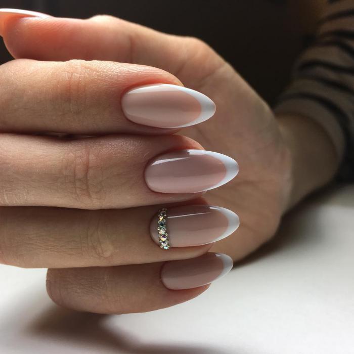 французский маникюр на миндальных ногтях фото