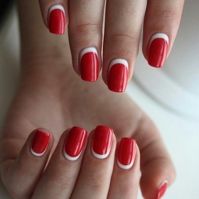 Дизайн коротких ногтей: полулунный маникюр