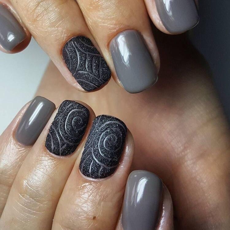 Модный маникюр: чеканка на ногтях