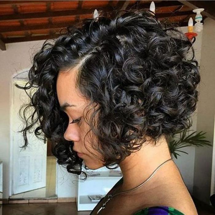 Волнистые волосы средней длины