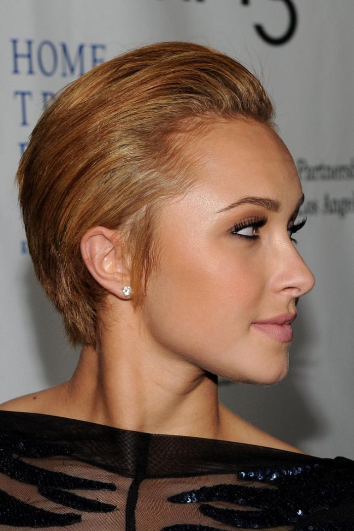 Собранные наверх короткие волосы