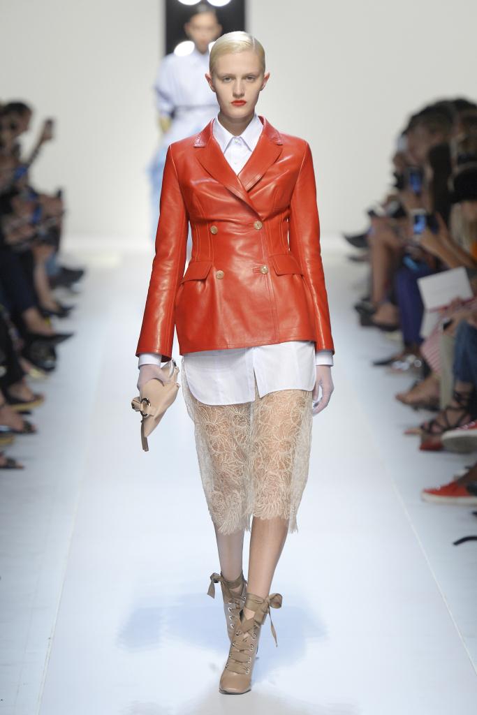 Красная кожаная куртка из новой коллекции Ermanno Scervino