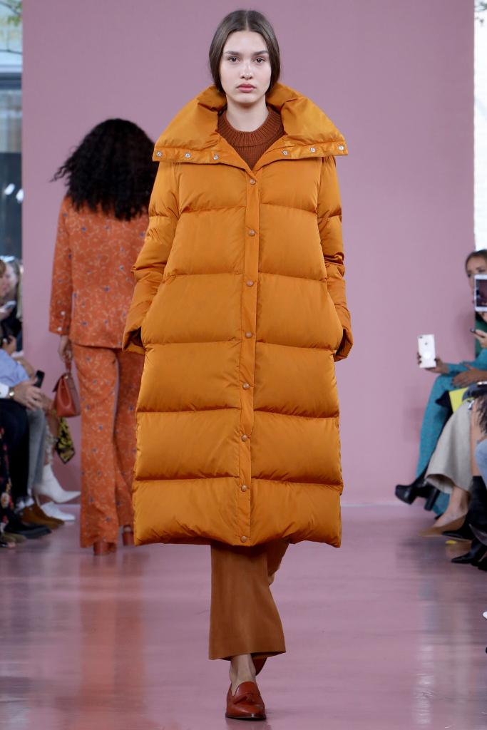 Модный женский пуховик весна 2018 из коллекции Mansur Gavriel