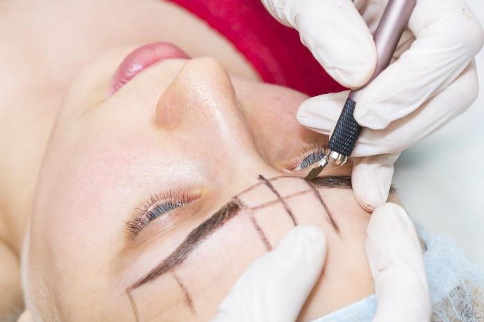 Fashionable eyebrows with microblading