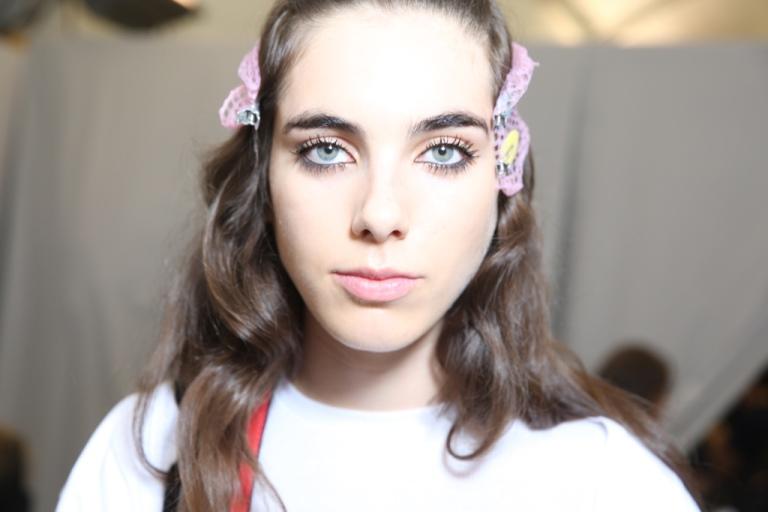 Объемные ресницы в модном макияже 2018