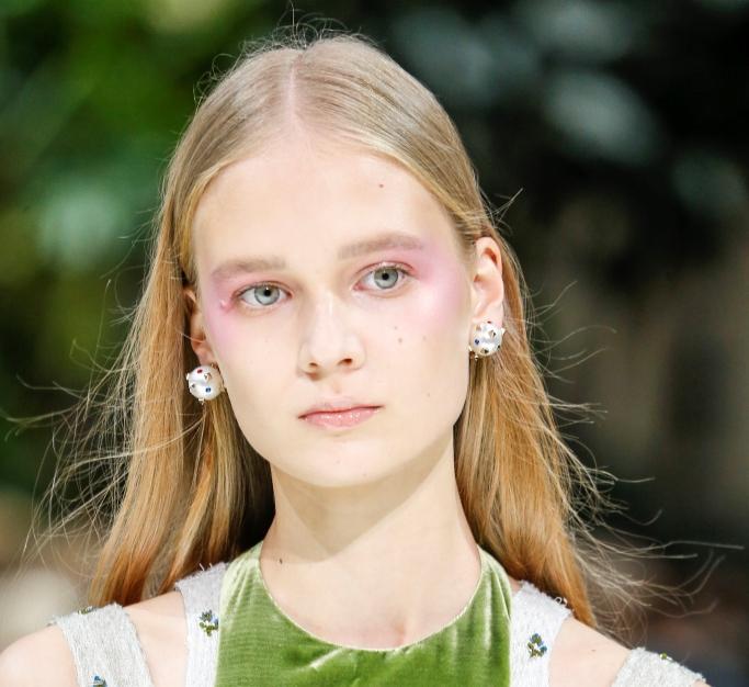 Модный яркий макияж 2018