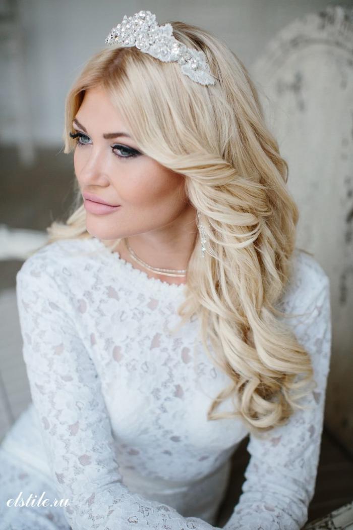 Свадебные прически на длинные волосы — это красиво, модно и женственно.