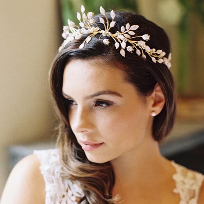 Самые красивые свадебные прически с коронами