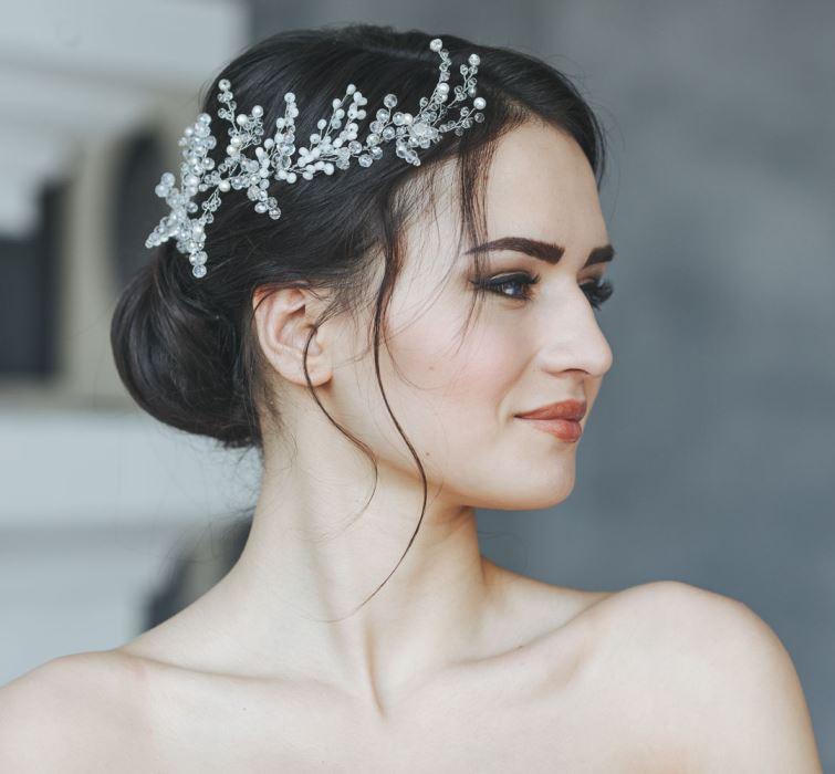 Свадебная прическа 2018 с аксессуарами