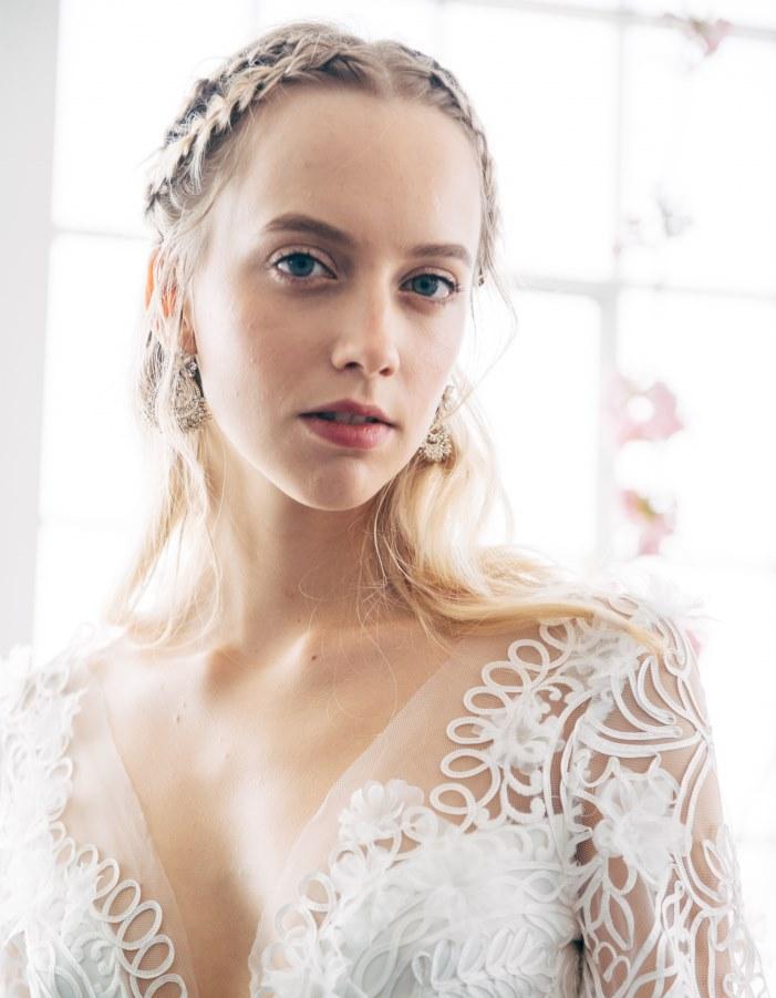 Свадебные прически 2018 с красивым плетением