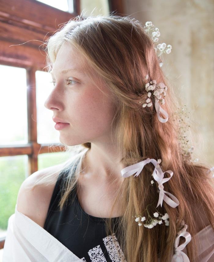 Свадебная прическа 2018 с цветами в стиле бохо