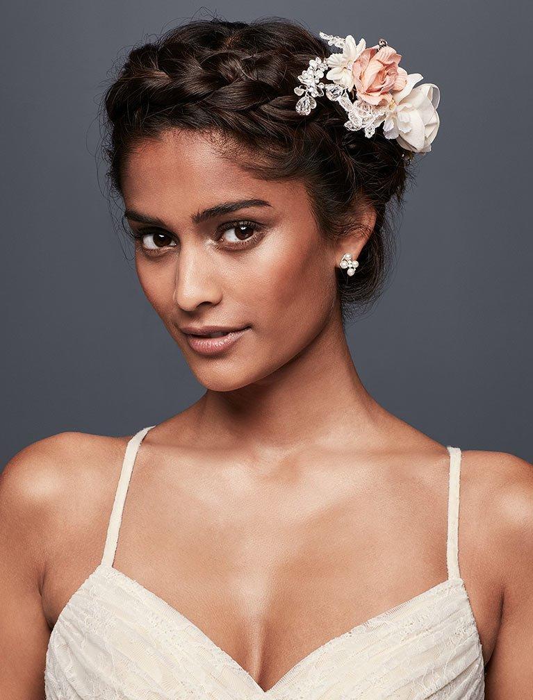 Свадебная прическа 2018 с цветами